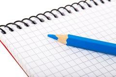 Пустая тетрадь и голубой карандаш Стоковые Фотографии RF