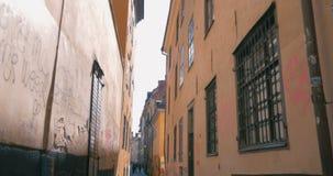 Пустая узкая улица в Стокгольме, Швеции видеоматериал