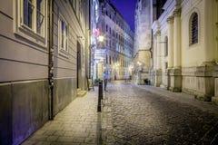 Пустая улица города булыжника в Братиславе Стоковые Изображения RF