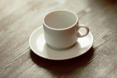 Пустая чашка на таблице Стоковое фото RF