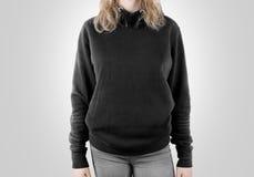 Пустая черная вверх изолированная насмешка фуфайки Женский hoodie темноты носки Стоковая Фотография RF
