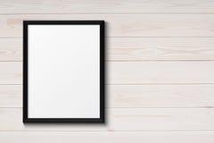Пустая черная картинная рамка на древесине grunge Стоковое Изображение