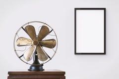 Пустая черная смертная казнь через повешение картинной рамки на стене Стоковое Изображение RF