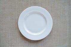 Пустое блюдо на бумаге Стоковое Изображение