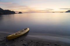 Пустое каное на пляже Стоковое Фото