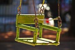 Пустое качание ` s ребенка деревянное Стоковая Фотография
