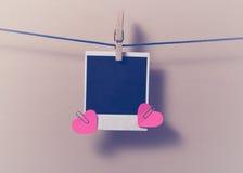 Пустое немедленное фото и малое красное бумажное сердце Стоковое Фото