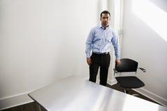 пустое положение офиса человека стоковое фото rf