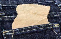 Пустое примечание в джинсы подпирает карманн Стоковые Изображения