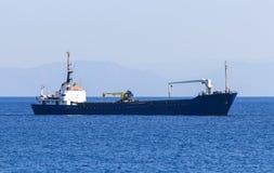 Пустое плавание грузового корабля на море стена rhodes стародедовского ландшафта Греции дня города солнечная Стоковая Фотография