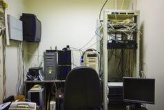 Пустое рабочее место системного администратора Программист начинает программное обеспечение Стоковое Изображение