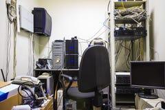 Пустое рабочее место системного администратора Программист начинает программное обеспечение Стоковые Изображения