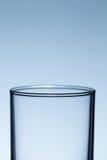 Пустое стекло для воды на таблице Стоковое Изображение