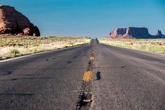 Пустое сценарное шоссе в долине памятника стоковая фотография rf