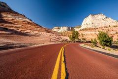 Пустое сценарное шоссе в Юте стоковые фото