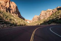 Пустое сценарное шоссе в Юте стоковое фото rf