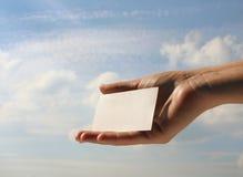 пустое удерживание визитной карточки Стоковое Фото