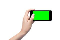 пустое удерживание руки изолировало белизну экрана мобильного телефона франтовскую Стоковые Фотографии RF