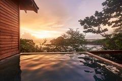 Пустой бассейн на свете захода солнца Стоковые Изображения