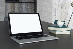 Пустой белый крупный план компьтер-книжки Стоковое Фото
