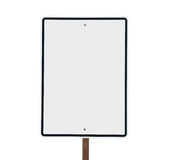 Пустой белый вертикальный изолированный дорожный знак. Стоковые Фото