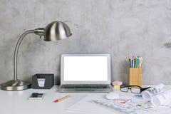 Пустой белый дисплей компьтер-книжки Стоковая Фотография