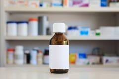 Пустой белый ярлык бутылки медицины Стоковое Фото