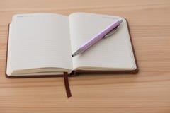 Пустой буклет с ручкой Стоковые Фотографии RF