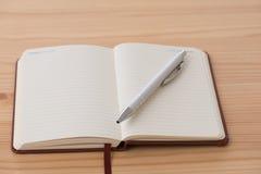 Пустой буклет с ручкой Стоковые Изображения RF