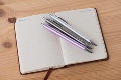 Пустой буклет с ручкой Стоковое Фото