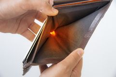 Пустой бумажник в руках Стоковое Изображение RF