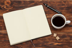 пустой блокнот открытый Чашка кофе Деревянный Стоковое Фото