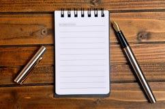 Пустой блокнот с ручкой Стоковое Фото