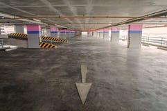 Пустой гараж на здании стоковые изображения