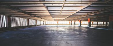 Пустой гараж, Sunlit дневное время Стоковая Фотография