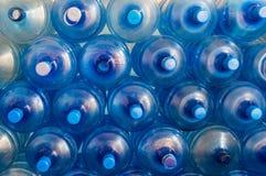 Пустой голубой прозрачный галлон вод Стоковое Изображение