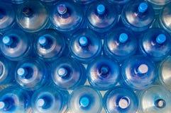 Пустой голубой прозрачный галлон вод Стоковая Фотография
