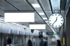 Пустой дисплей знамени продвижения на стене крытой, рекламирующ внутри Стоковые Фотографии RF