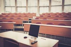 Пустой лекционный зал коллежа в университете Стоковые Изображения