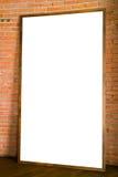 Пустой деревянный знак на кирпичной стене Стоковая Фотография
