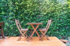 пустой деревянный стул стоковые фотографии rf