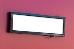 Пустой знак на красной стене Стоковое Изображение RF