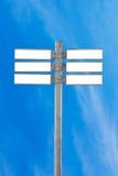 Пустой знак уличного движения, пустой дорожный знак с голубым небом Стоковое Изображение RF