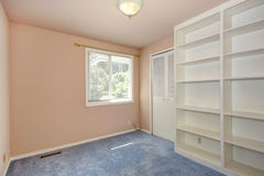 Пустой интерьер комнаты в мягком персике Стоковое фото RF