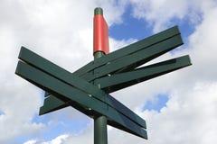 Пустой дирекционный столб знака Стоковые Изображения
