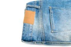 Пустой кожаный ярлык и задние карманные джинсы джинсовой ткани Стоковое Изображение RF