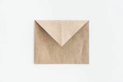 Пустой конверт kraft изолированный на белизне Стоковое фото RF