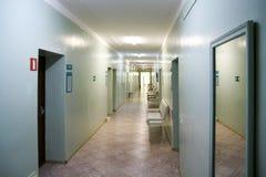 Пустой коридор больницы стоковые фотографии rf