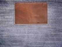 Пустой коричневый кожаный ярлык демикотона Стоковые Фотографии RF