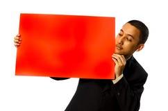 пустой красный цвет человека владением визитной карточки Стоковое фото RF